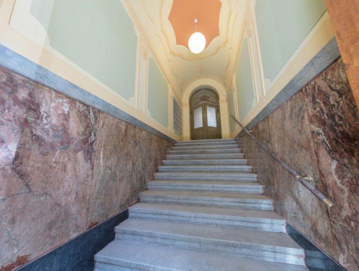 Парадная лестница дома